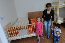 Třiadvacetiletá Terezie Sinuová je jedna z prvních klientek nového azylového domu, který vznikl v Hrušově na ulici Na Liščině.