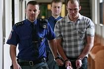 Muž se ke všem útokům vůči seniorům přiznal a projevil lítost. Hrozí mu až dvanáct let vězení.