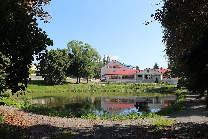 Rybník ve Velké Polomi a budoucí centrum obce.