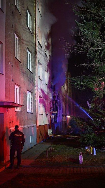 Snímky zásahu hasičů u požáru v Ostravě.