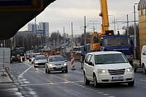 Na Svinovských mostech je rušno už nyní. Vše je takřka připraveno k tomu, aby mohla začít jejich kompletní rekonstrukce.