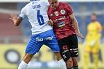 Utkání 2. kola první fotbalové ligy: FC Baník Ostrava - SK Dynamo České Budějovice, 28. srpna 2020 v Ostravě. Zleva Daniel Tetour z Ostravy a Patrik Čavoš z Českých Budějovic.