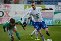 DEFENZIVNÍ POSILA. Fotbalový obránce Jiří Fleišman (u míče) je pátou novou tváří v kabině ostravského Baníku.