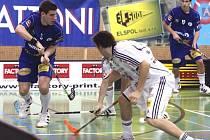 Jan Jelínek (vlevo) v utkání Vítkovic proti Pepinu Ostrava
