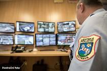 Zloděj v Ostravě šmejdil v kontejnerech ve sběrném dvoře. Viděly ho kamery.