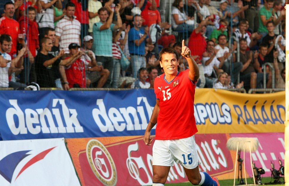 Milan Baroš při utkání se San Marinem. Kvalifikace na MS v Uherském Hradišti.