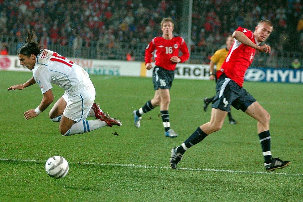 Milan Baroš během zápasu s Norskem. Baráž MS 2006.