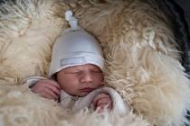 Eliška Kuzňarská z Petrovic u Karviné - Dolních Marklovic, narozena 12. března 2021 v Karviné, míra 52 cm, 4300 g. Foto: Marek Běhan