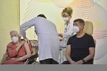 Válečná veteránka Emilie Řepíková dostala 27. prosince 2020 v Ústřední vojenské nemocnici v Praze v den zahájení očkování proti nemoci covid-19 jednu z prvních dávek vakcíny.