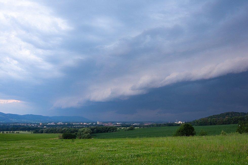 Oblak shelf cloud na Třinecku.