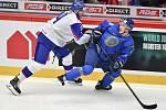 Mistrovství světa hokejistů do 20 let, skupina A: Slovensko - Kazachstán, 27. prosince 2019 v Třinci. Na snímku (zleva) Dominik Jendek a Madi Dikhanbek.