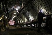 SVAŽNÁ důlní chodba k čerpadlům na vodní jámě Jeremenko.