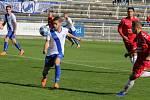 Fotbalisté Uherského Brodu (v červených dresech) prohráli na hřišti ve Frýdku-Místku 0:1. Foto: www.mfkfm.cz