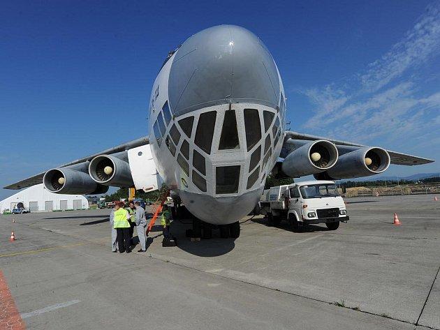 Velké transportní letadlo Iljušin IL 76 v pondělí vpodvečer přiletělo na mošnovské letiště pro dva ropovodní ventily, které vyrobila společnost MSA z Dolního Benešova.