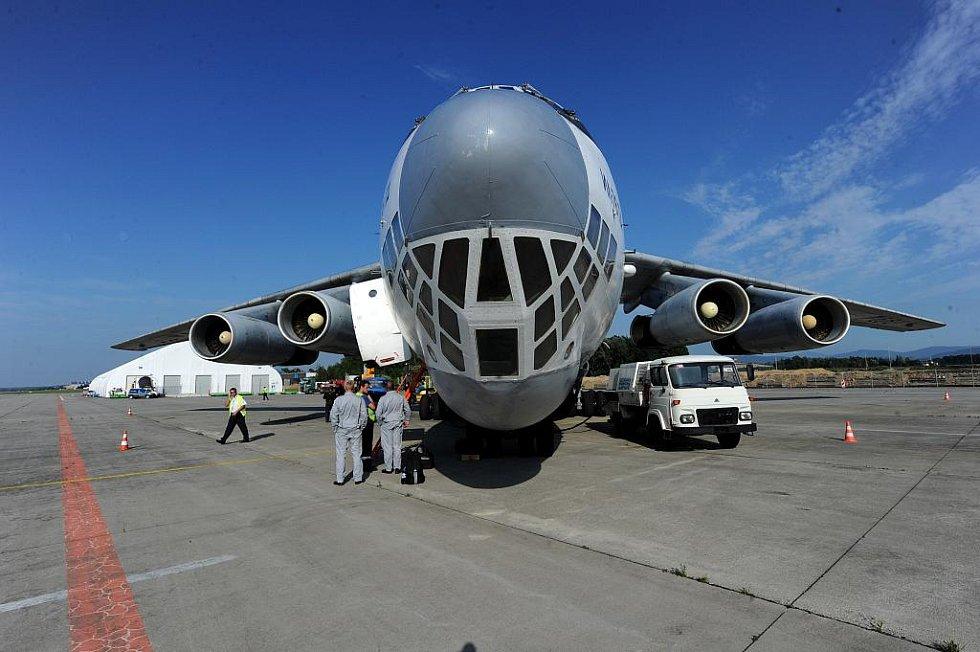 V roce 2010 na letišti v Mošnově přistál nákladní Iljušin IL 76.