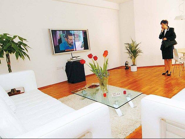 HEZKÉ, ALE DRAHÉ. Jestliže jsou dnes ceny bytů v Ostravě vysoké, o těch nově postavených to platí dvojnásob. V bytovém domě Podkova na lukrativní adrese v Komenského sadech zaplatili noví nájemníci za byt v průměru přes tři miliony korun.
