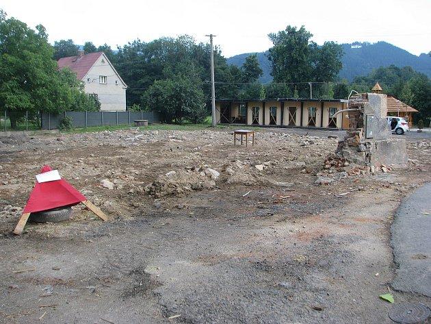 Tradiční malenovická hospoda v poslední době chátrala. Proto byla zbourána a místo ní vyroste nový podnik.