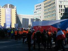 Proti dovozu levné oceli z Číny protestovali v Bruselu i zaměstnanci a šéfové firem z Třineckých železáren, ArcelorMittalu Ostrava a Vítkovice Steel.