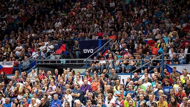 Takhle vypadala Ostravar Aréna při čtvrtečním zápase českých volejbalistů s Italy (3:1). Fandilo jim 3675 diváků. Bude při jejich pondělním zápase s olympijskými vítězi z Francie vyprodáno?