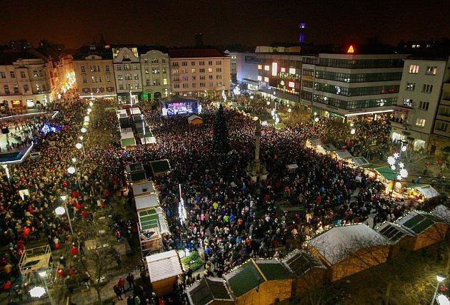 Rozsvícení vánočního stromu na Masarykově náměstí vcentru Ostravy.
