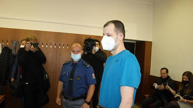 Lubomír G. stojí před soudem, protože uškrtil svoji milenku při sexu. K činu se přiznal. Říjen 2021.