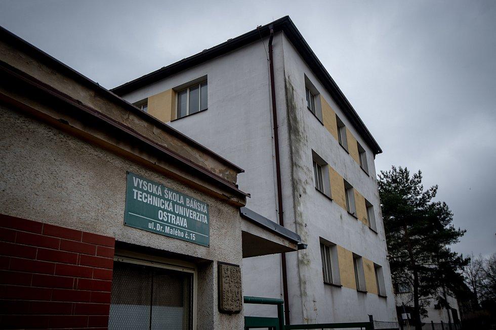 Budova Vysoké školy báňské - Technické univerzity Ostrava na ulici Dr. Malého 15 kde mají bydlet čínští studenti, 7. února 2020 v Ostravě.