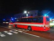 Zásah hasičů u požáru v šestipatrové ubytovně v Ostravě-Zábřehu. Zachránili 56 osob.