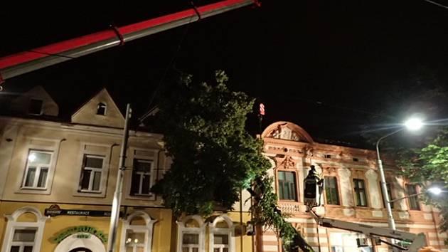 Následky bouře a silného větru, které v noci na středu zaměstnávaly moravskoslezské hasiče v Ostravě.