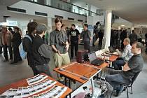 Akce Věda v ulicích představila ukázky práce studentů ze všech kateder Fakulty elektrotechniky a informatiky (FEI) Vysoké školy báňské Technické univerzity v Ostravě.