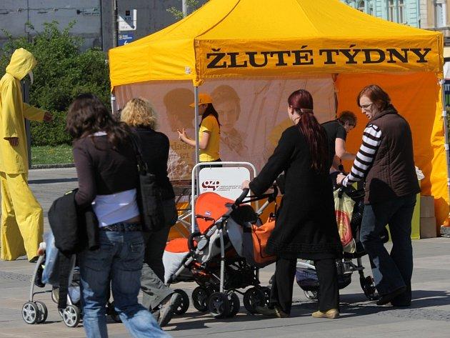 Jak předcházet žloutence typu A a B? Dozvědět se to lze v rámci preventivní vakcinační kampaně nazvané Žluté týdny, která v Ostravě začala ve středu 22. dubna a potrvá do pátku 24. dubna ve žlutých stanech na Masarykově náměstí.