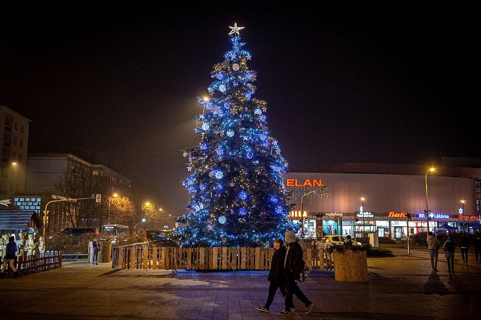 Vánoční strom v Havířově na náměstí Republiky.