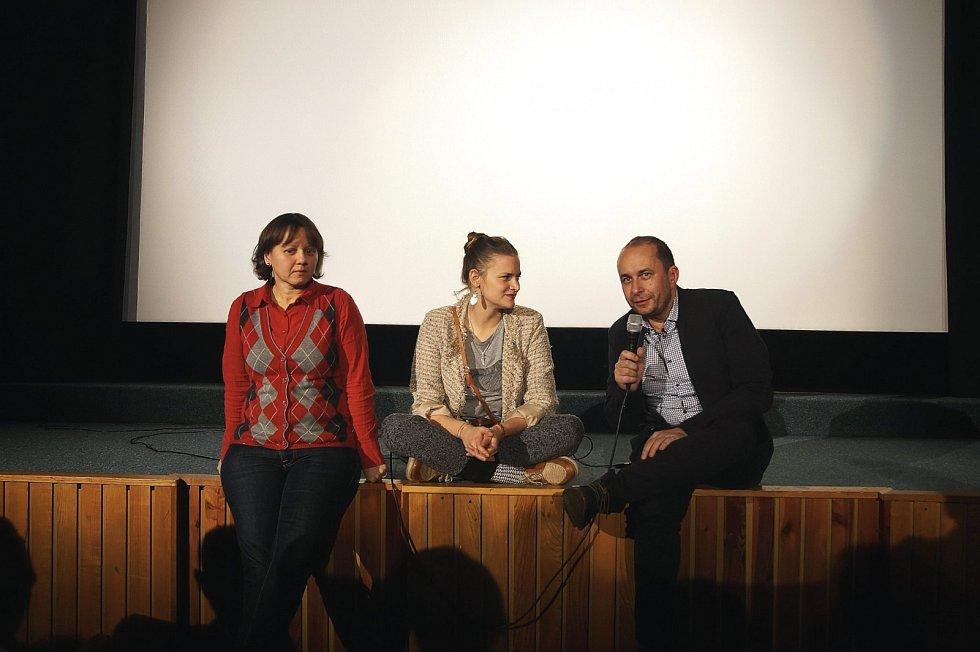 S Vladivojnou La Chia a Martou Novákovou, promítání filmu 8 hlav šílenství v rámci Hradeckého Slunovratu Winter Edition 2017
