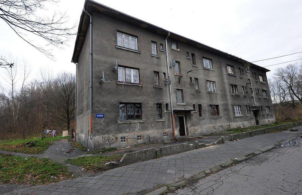 Dva domy v Hrušově se nyní nabízejí ve veřejném výběrovém řízení.