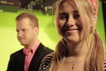 Mladinká ostravská zpěvačka Elis na snímku s Martinem Chodúrem.