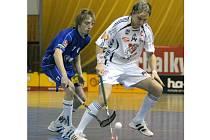 Vítkovický Petr Kološ (vlevo) v souboji s Tomášem Maierem