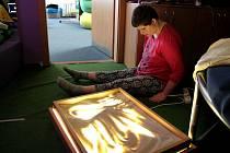 Neziskovka pomáhající mentálně handicapovaným a autistům se dostala ne vlastní vinou do potíží, rozhodně nemůže zlepšovat své služby, nemluvě o jejich rozšiřování.