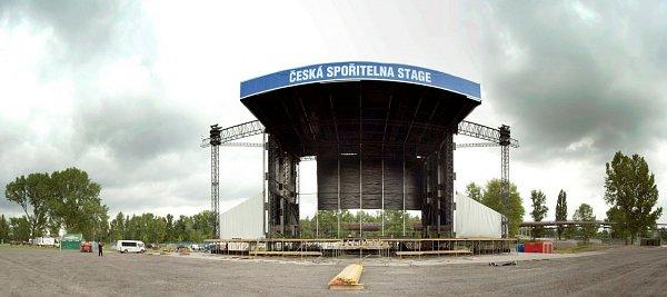 Stavební přípravy vtěchto dnech vareálu Dolní oblasti Vítkovic finišují. Colours of Ostrava 2013vypukne už ve čtvrtek 18.července.