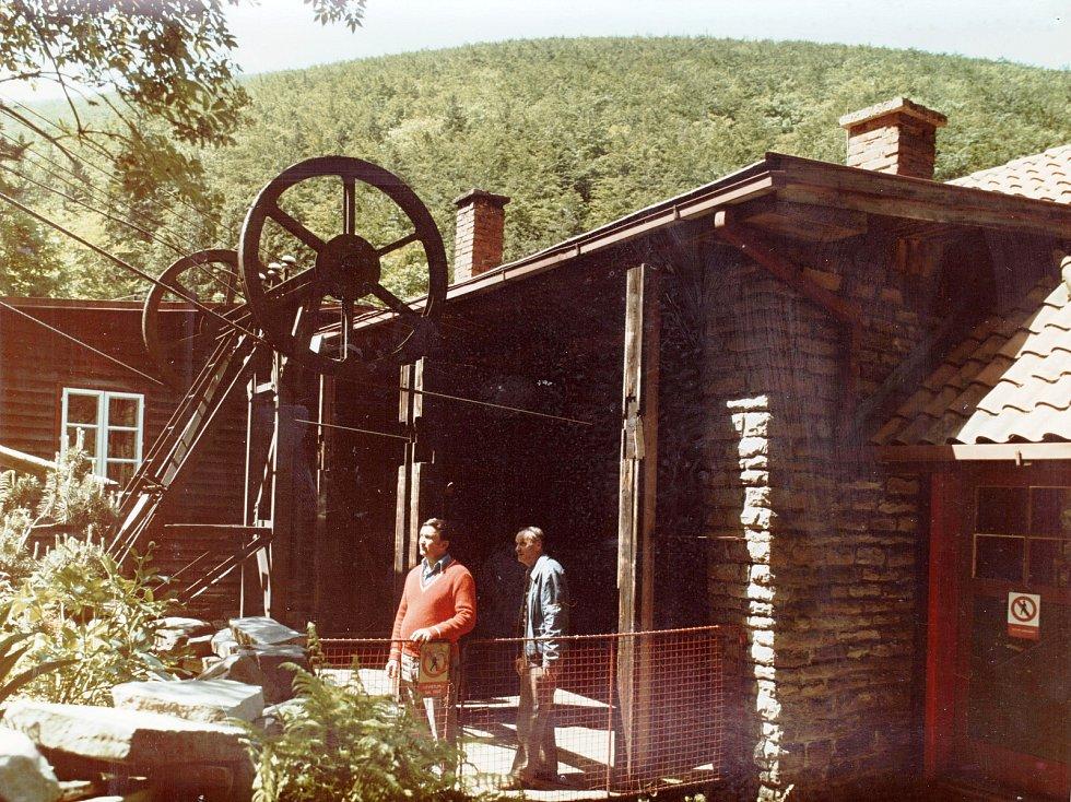 Dolní stanice lanovky z Trojanovic na Pustevny v roce 1980.