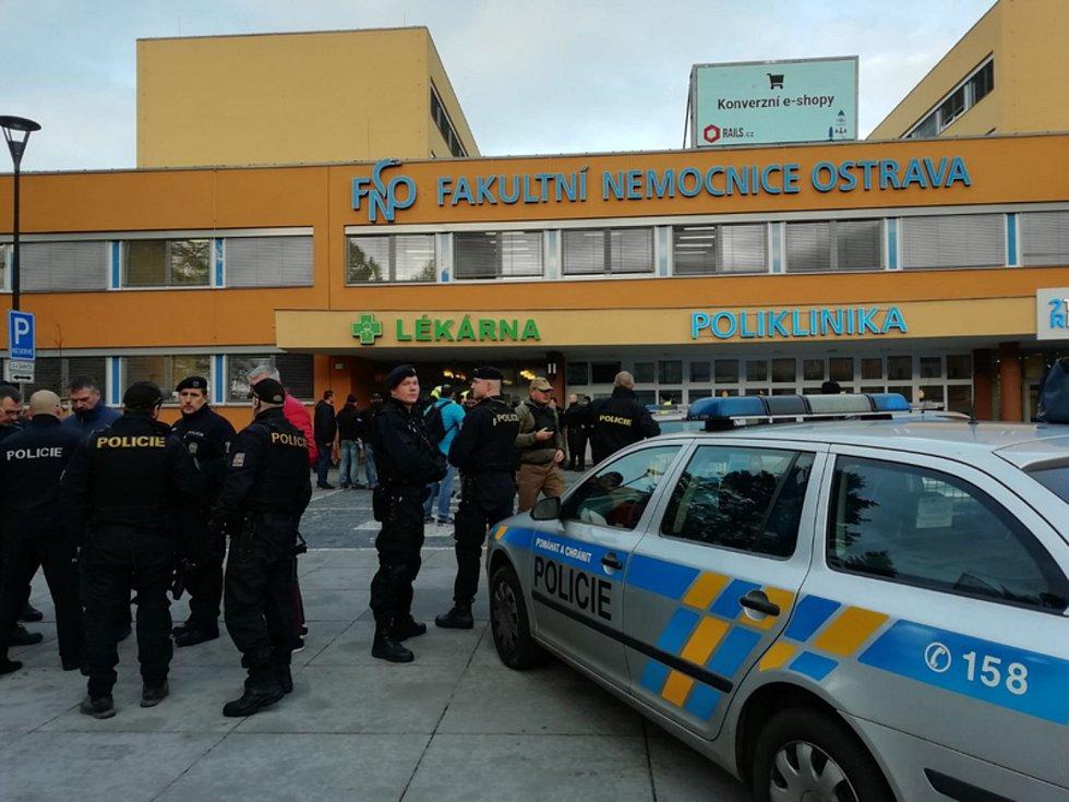 Zásah policistů ve Fakultní nemocnici Ostrava při střelbě.