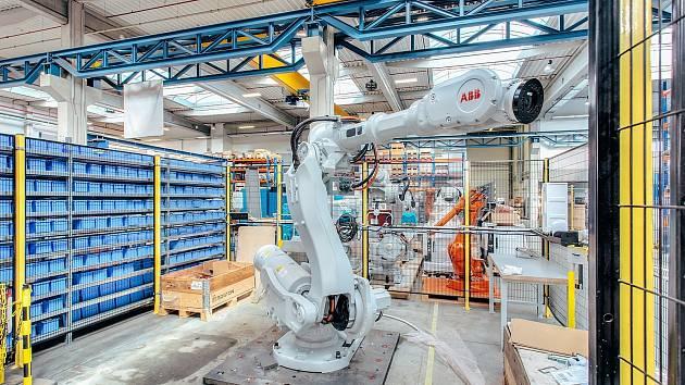 Testování robota v opravárenském centru.