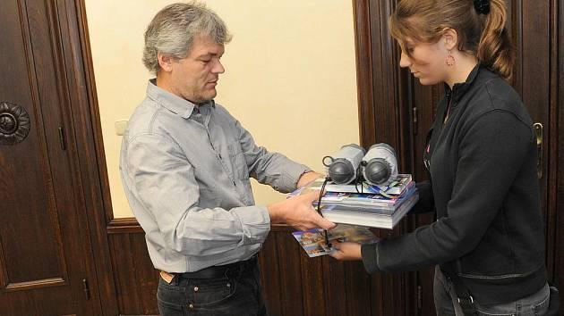 Veronika Pechová převzala zaslouženou odměnu. Čeká ji zájezd do tureckého Kemeru.