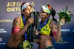 FIVB Světové série v plážovém volejbalu J&T Banka Ostrava Beach Open, 2. června 2019 v Ostravě. Finále žen, (1) Agatha Bednarczuk a (2) Eduarda Santos Lisboa.
