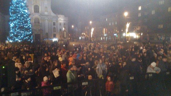 Dolní náměstí vOpavě je velmi slušně zaplneno.