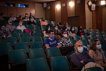 Kino Retrostar v Polance nad Odrou zahájilo znovuotevření filmem Chlap na střídačku 12. května 2020.