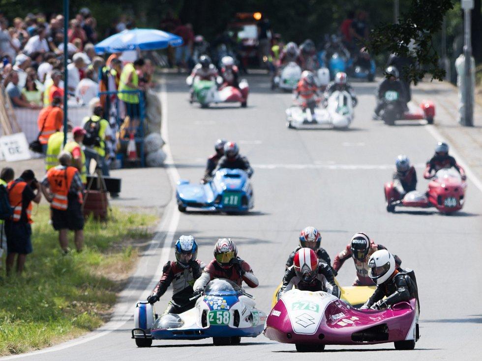 RYCHLÉ jednostopé stroje budou o víkendu brázdit ulice ostravských Radvanic a Bartovic. K vrcholům jediné motoristické akce v Ostravě tradičně patří také závody sajdkár.