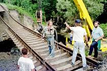 Historický snímek z nehody rychlíku Sobieski v roce 1997