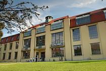 Hlavní budova Technické univerzity Bauhaus ve Výmaru.