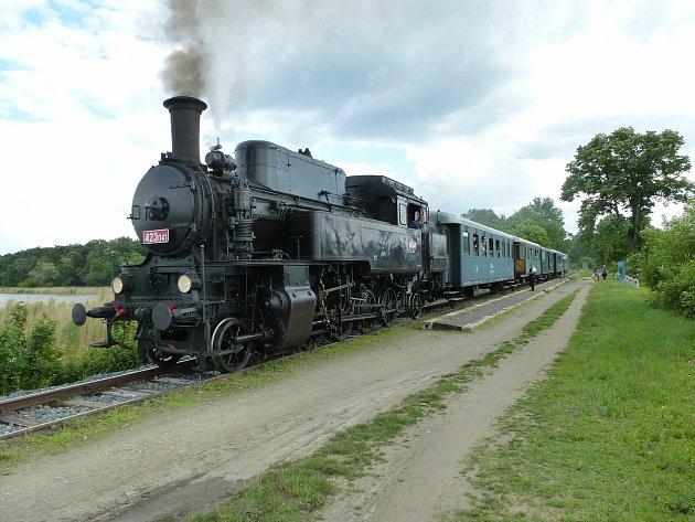 Lokomotiva zvaná Velký Bejček potáhne vneděli historický vlak na trase zostravy do Frýdlantu nad ostravicí vrámci Regionálního dne železnice.