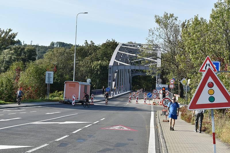 Most přes řeku Odru v Petřkovicích by se měl otevřít s předstihem již 15. října.
