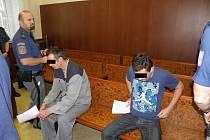 Mužům hrozí až dvanáct let vězení.